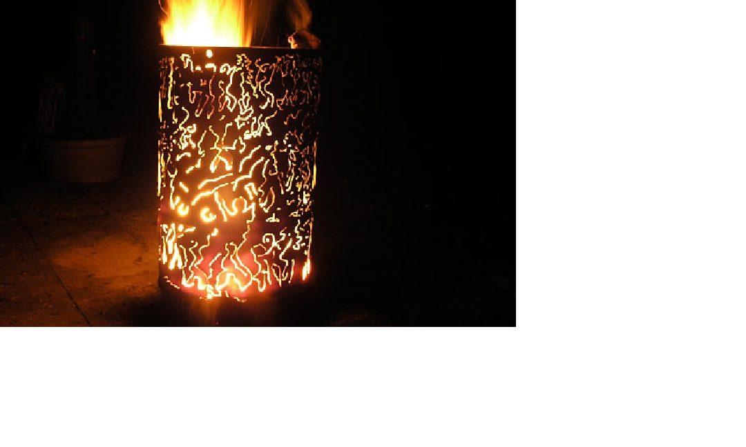 Feuertonne und Bratwurst grillen